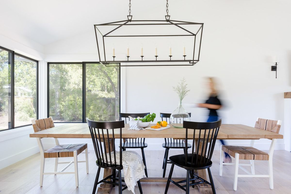 Some Tips to Pull Off a Mismatched Dining Room